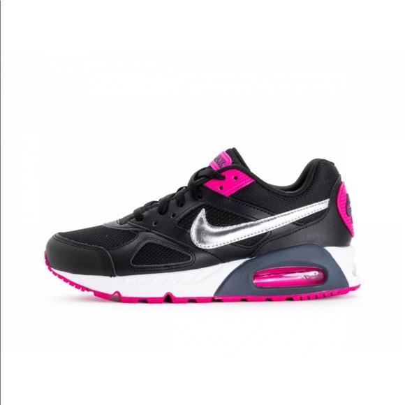 Nike | Women's pink & black air max Ivo